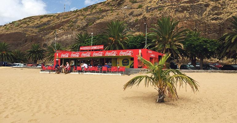 Einer der beliebten Strandimbisse am Teresitas-Strand. Foto: WB