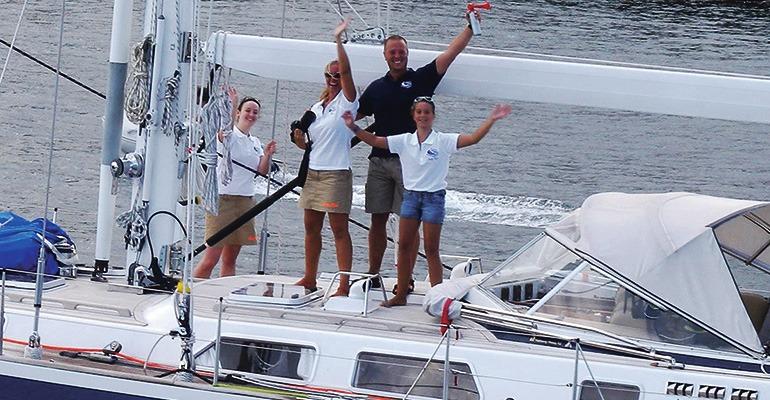 Auf Wiedersehen in Saint Lucia. Die 19 Meter lange Lady Bizoe des niederländischen Skippers Max Anckaert und seiner Familie startete in der ARC+ Flotte. Sie legen vor der Atlantiküberquerung noch einen Zwischenstop auf der Insel São Vicente (Kap Verde) ein. Foto: wwc / Anna Maffeo