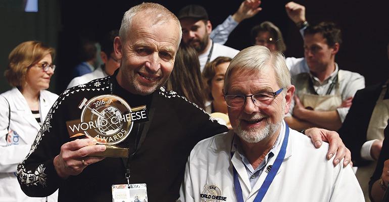 Zum besten Käse der Welt wurde der Kraftkar71 des Norwegers Gunnar Waager (l.) erkoren. Foto: EFE