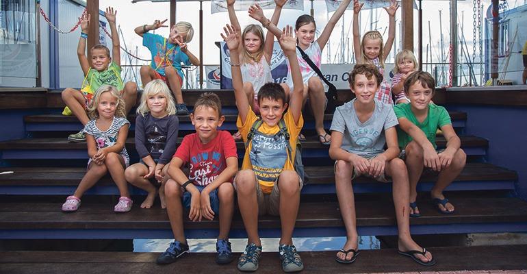 Keine Schulbank, dafür Seeluft: Die Kinder der ARC 2016 gewinnen unterwegs eine Menge Erfahrungen. Foto: WCC Clare Pengally