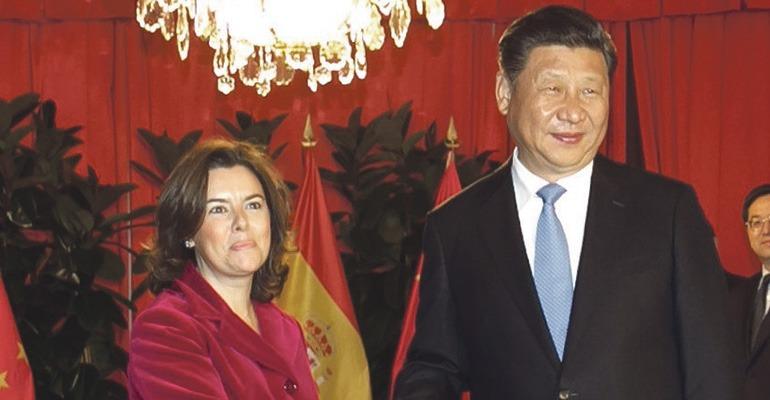 Soraya Sáenz de Santamaría und Xi Jinping vereinbarten die Durchführung gemeinsamer Projekte in Lateinamerika. Foto: EFE