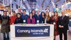 Obwohl Tourismusmessen in Zeiten von Onlineportalen und Social Media nicht mehr das ideale Instrument für den Kontakt zum Endkunden sind, bleiben sie doch wichtige Veranstaltungen für die Branche, auf der Kontakte geknüpft und Geschäftsbeziehungen vertieft werden, meint Yaiza Castilla (Vordergrund Mitte). Foto: Gobierno de Canarias