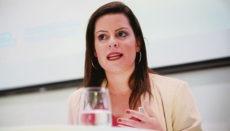 """Teil der Strategie von Yaiza Castilla ist die Bekämpfung der durch den Klimawandel hervorgerufene """"Flugscham"""" der Urlauber, denn die Kanaren sind nun mal ein Ziel der Mittelstrecke. Foto: gobierno de canarias"""