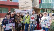 """Gegner protestierten vor dem Amt für Gleichstellung in Murcia gegen das sogenannte """"veto parental"""". Foto: EFE"""