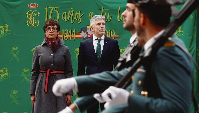 Die neue Generaldirektorin der Guardia Civil, María Gámez, bei der Amtsübernahme, neben ihr Innenminister Fernando Grande-Marlaska Foto: EFE