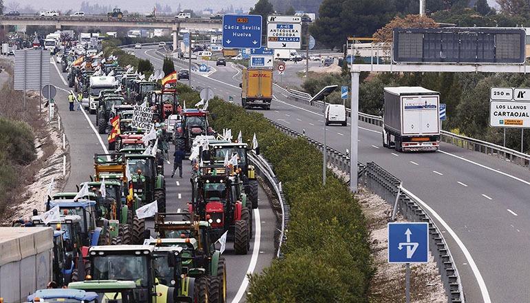 Protest von Landwirten , die faire Preise fordern, am 13. Februar bei Antequera, Málaga Foto: EFE