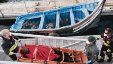 56 Migranten, darunter acht Frauen und zwei Kinder, wurden am 28. Januar durch die spanische Seerettung südlich von Gran Tarajal, Fuerteventura, aus einer Patera gerettet. Foto: EFE