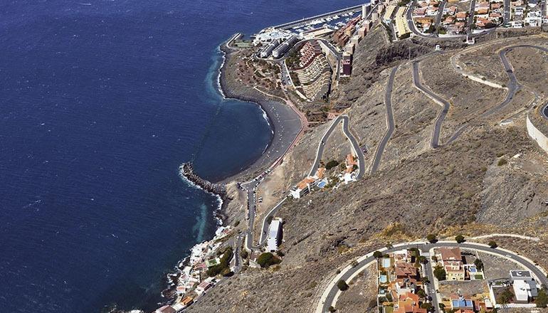 Der Strand La Nea an der Ostküste Teneriffas im Gemeindegebiet El Rosario ist wieder zum Baden freigegeben, nachdem Tests der Gesundheitsbehörden ergeben haben, dass die Wasserqualität wieder gut ist. Foto: Fotos Aereas de Canarias