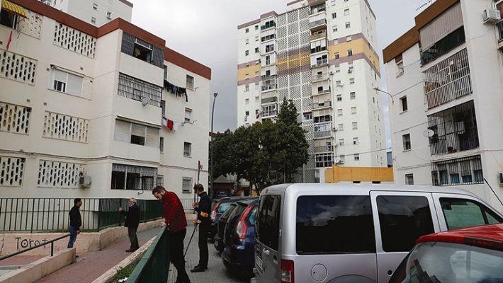 Die Spurensicherung der Nationalpolizei sucht am Schauplatz der Schießerei nach Patronenhülsen. Foto: EFE