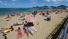 Urlauber am Strand Las Canteras Foto: EFE