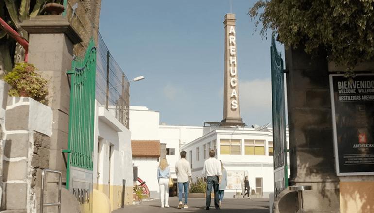 Die Rum-Fabrik Arehucas stellt sich in den Dienst des Gesundheitsministeriums. Foto: Arehucas