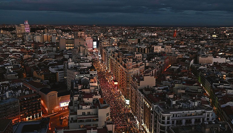 Kundgebung entlang der Gran Vía in Madrid am 8. März Foto: EFE