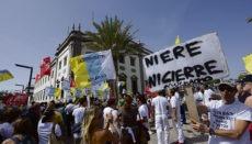 Angestellte protestieren vor dem Hotel gegen geplante Entlassungen. Foto: EFE