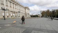 Gassi gehen vor dem Palacio Real in Madrid Foto: EFE