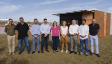 Vertreter der Stadtverwaltung San Bartolomé de Tirajana und des Cabildos stellten die erste der neuen und modernen Strandbuden vor. Foto: Cabildo de Gran Canaria