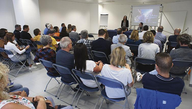 Zahlreiche Interessierte besuchten die Informationsveranstaltung der Inselregierung. Foto: CabTF