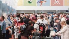 Großer Andrang auf den Inselflughäfen, hier auf Gran Canaria am 15. März. Urlauber werden noch ausgeflogen. Einreisen gibt es nur noch in Ausnahmefällen. Fotos: EFE