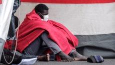 Die Seenotrettung brachte die 37 Migranten im Hafen von Arguineguín an Land. Foto: EFE