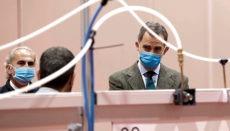 Der Monarch besichtigte mit Atemmaske und Handschuhen bekleidet das Notkrankenhaus in den Messehallen. Foto: EFE