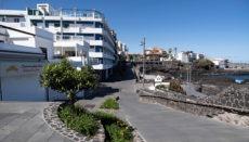 Geschlossene Geschäfte an der menschenleeren Promenade San Telmo in Puerto de la Cruz. Foto: EFE