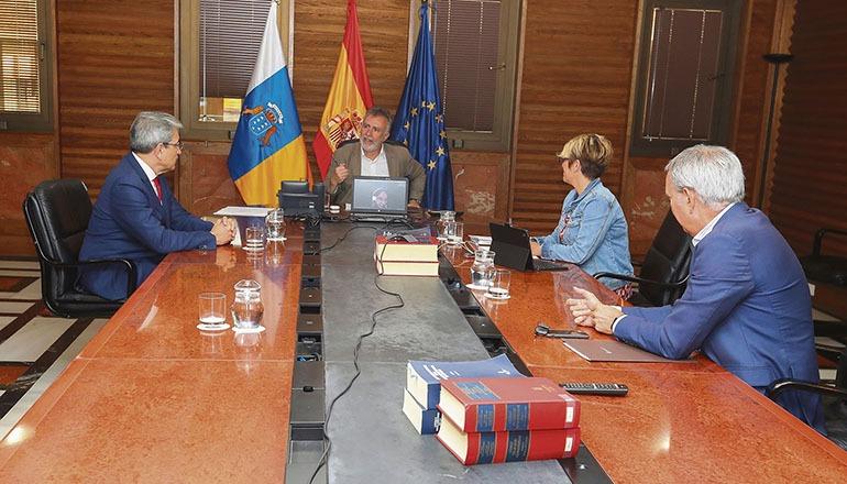 Kanarenpräsident Ángel Víctor Torres und Mitglieder seines Kabinetts bei einer Sitzung am 17. März Foto: EFE