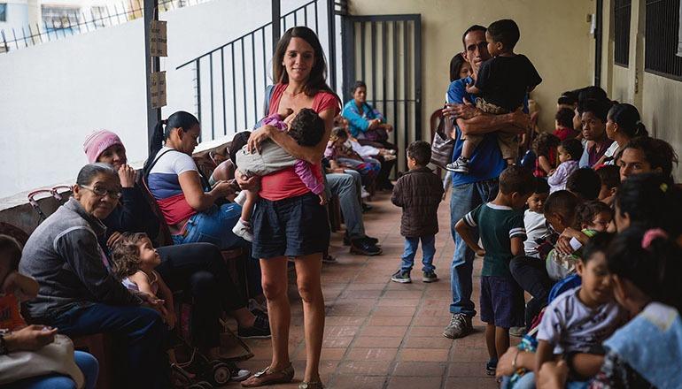 In Venezuela sind viele Bürger auf humanitäre Hilfe angewiesen. Laut UNO sind es mittlerweile mehr als sieben Millionen Menschen. Viele Kinder sind von Unterernährung bedroht. Immer mehr Venezolaner beantragen in Spanien Asyl. Foto: EFE