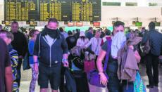 Passagiere Ende März auf dem Flughafen von Lanzarote Foto: EFE