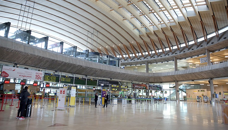 Der Betrieb auf den Kanarischen Flughäfen (im Bild Teneriffas Nordflughafen Los Rodeos) ist auf ein Minimum gesunken. Foto: EFE