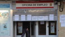 Ein Arbeitsamt in Madrid: Hinter verschlossenen Türen wird auf Hochtouren gearbeitet. Foto: EFE