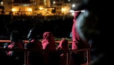 Ankunft der 56 geretteten Migranten im Hafen von Arguineguín Foto: EFE