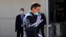 Regierungspräsident Sáchez am 3. April beim Besuch des Fabrikgeländes der Firma Hersill in Móstoles (Madrid), wo damit begonnen wurde, Beatmungsgeräte herzustellen. Foto: EFE