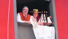 Die Einwohner von Tegueste feierten ihren Schutzpatron San Marcos in diesem Jahr nicht mit einem bunten Umzug, sondern jede Familie für sich auf dem heimischen Balkon oder der Terrasse. Fotos: EFE
