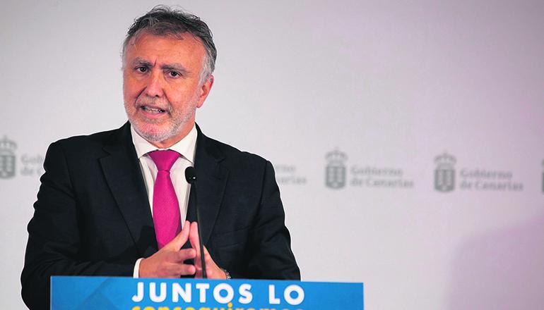 Ángel Víctor Torres schlägt eine stufenweise Rückkehr zur Normalität unter Beibehaltung von Einschränkungen und Kontrollen an Häfen und Flughäfen vor. Foto: EFE