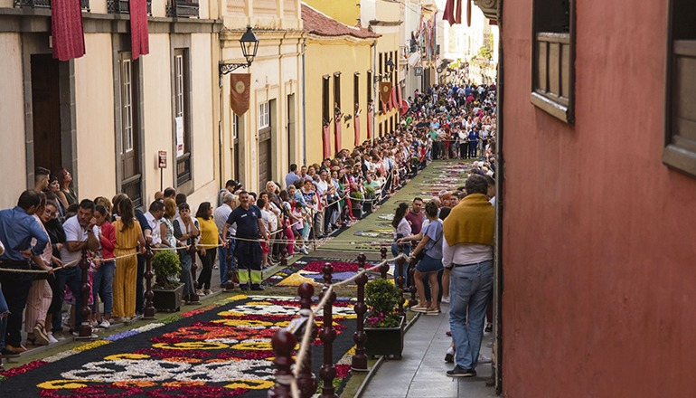 Auf die Kunst der Blütenteppiche in den Straßen muss dieses Jahr verzichtet werden. Die Besucherzahl wäre ein zu großes Ansteckungsrisiko. Foto: Ayuntamiento de la ORotava