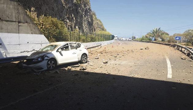 Fahrer und Beifahrer dieses Fahrzeugs kamen wie durch ein Wunder mit dem Schrecken davon. Foto: MOISÉS PÉREZ