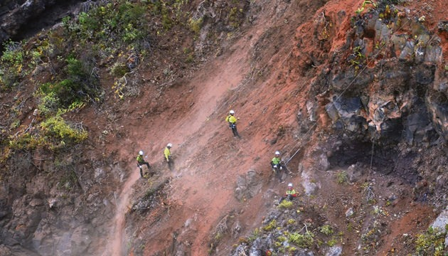 Höhenarbeiter verschafften sich ein Bild von der Felsbeschaffenheit. Foto:Moisés Pérez