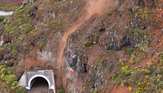 Die Luftaufnahme vermittelt einen Eindruck von der Komplexität der Hangsicherungsarbeiten. Foto: Moisés Pérez