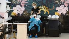 Eine Kundin in einem Friseursalon in Santa Cruz de Tenerife Foto: EFE