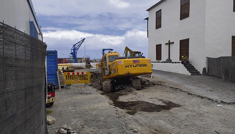 Das Regenabwasser wird beim Fischerhafen ins Meer fließen. Foto: Moisés Pérez
