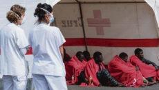 Auch die illegal eingereisten Bootsmigranten müssen der neuen Regelung entsprechend untergebracht werden. Foto: EFE