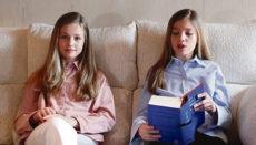 Prinzessin Leonor (l.) und Infantin Sofía (r.) haben am 23. April, dem Welttag des Buches, an der virtuellen öffentlichen Lesung des Don Quijote teilgenommen. Foto: EFE