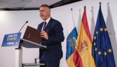 Bei der Regionalregierung – hier Präsident Ángel Víctor Torres bei einer Pressekonferenz – herrscht die Überzeugung, dass die Inseln die Voraussetzungen für den Eintritt in Phase 2 erfüllen. Am 22. Mai wird das Gesundheitsministerium in Madrid darüber entscheiden. Foto: EFE