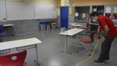 Die Klassenräume, in denen die mündlichen Prüfungen stattfanden, wurden gründlich desinfiziert und die Sicherheitsabstände markiert. Foto: DST