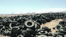 Seit fast zwanzig Jahren liegen die Reifenberge auf der Deponie in Arico. Foto: Cabildo de Tenerife