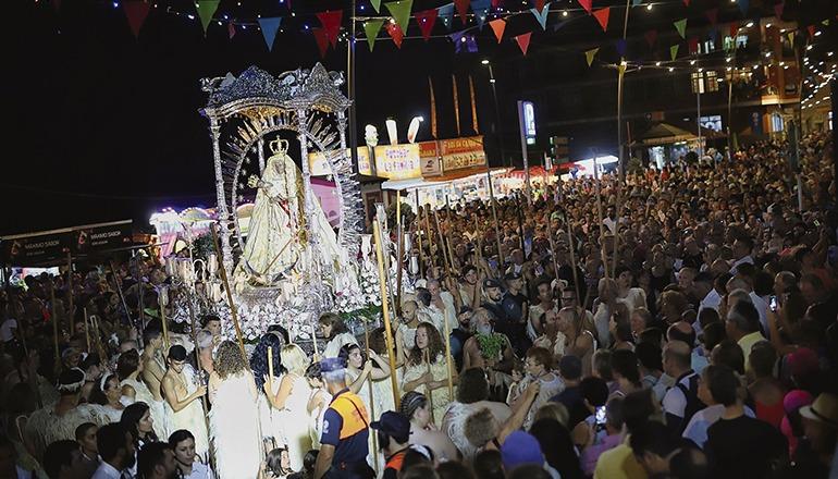 Die übliche Massenveranstaltung zum Tag der Schutzheiligen der Kanarischen Inseln – hier die Prozession 2019 – fällt dieses Jahr aus. Foto: Ayuntamiento de Candelaria