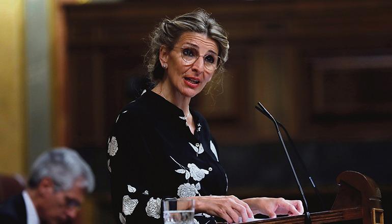 Die spanische Arbeitsministerin Yolanda Díaz während eines Redebeitrags im Parlament Foto: EFE