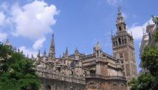 La Giralda in Sevilla: Während der Ausgangssperre entgingen der Kirche die Einnahmen aus Eintrittsgeldern und Kollekte. Foto: WB