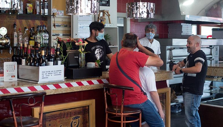 Gäste in einer Bar in Galicien Foto: EFE