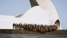 Die Musiker des Orquesta Sinfónica de Tenerife vor dem Auditorio Foto: ost