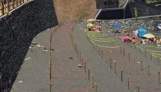 Holzpfosten und Seile markieren die verschieden großen Bereiche, die sich Strandbesucher aussuchen können. Foto: Ayuntamiento de Los Realejos